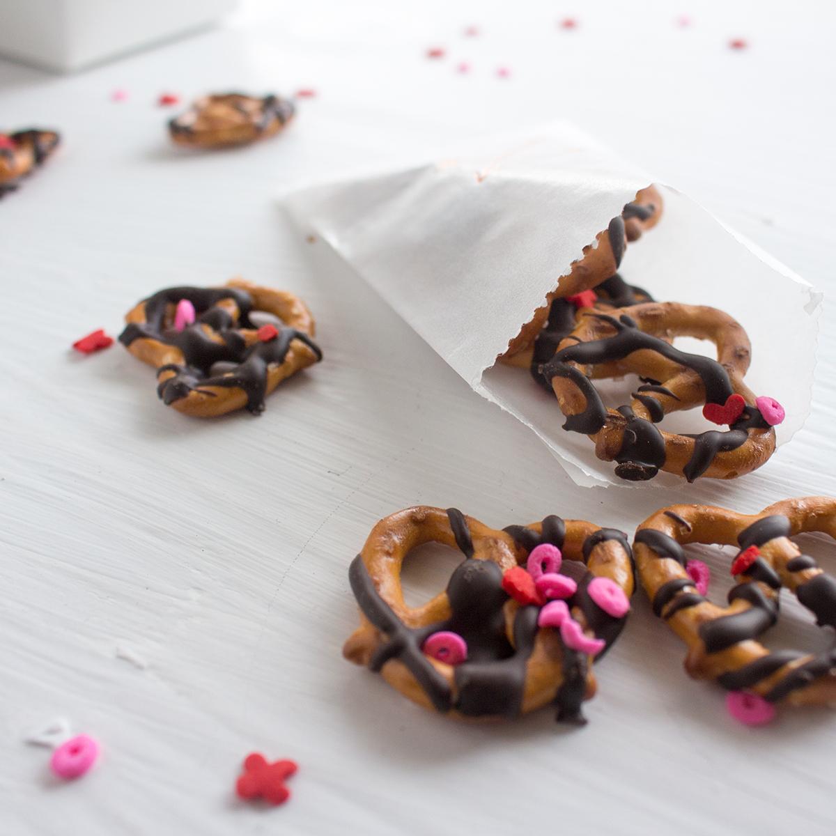 glassine-bags-valentines-pretzels